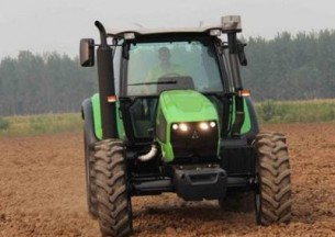 国产道依茨法尔DF1404拖拉机产品图图