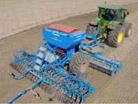 约翰迪尔7280R型拖拉机+雷肯收割机收割作业