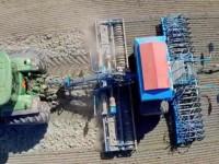 雷肯收割机+约翰迪尔7280R型拖拉机收割作业