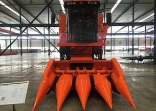 哈肯4YL-4自走式半履带玉米籽粒收割机产品图图